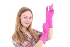 Mujer atractiva joven en guantes de goma rosados sobre el backgrou blanco Imagenes de archivo