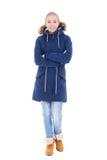 Mujer atractiva joven en la ropa del invierno aislada en blanco Imágenes de archivo libres de regalías