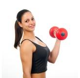Mujer atractiva joven que ejercita con pesa de gimnasia Foto de archivo