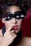 Mujer atractiva que desgasta una máscara de la gema Fotos de archivo libres de regalías