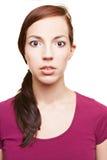 Mujer atractiva que mira seriamente Fotografía de archivo