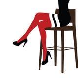 Mujer atractiva que permanece en una silla de la barra Fotografía de archivo libre de regalías
