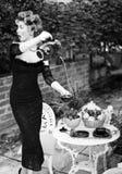 Mujer atractiva que presenta como aristócrata - forme el lanzamiento Imagen de archivo