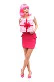 Mujer atractiva que sostiene el regalo Imagen de archivo