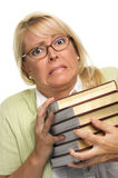 Mujer atractiva turbada con la pila de libros Fotos de archivo libres de regalías