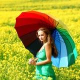 Mujer bajo el paraguas Fotografía de archivo