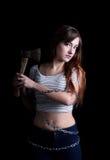 Mujer bastante atractiva atada con la cadena larga del metal con un hacha Imagen de archivo libre de regalías