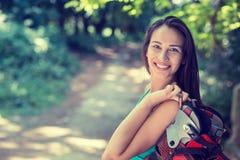 Mujer bastante feliz, sonriendo fotos de archivo libres de regalías
