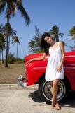 Mujer bastante joven y coche rojo viejo Foto de archivo libre de regalías