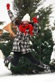 Mujer beauitiful joven al aire libre en el salto del invierno Fotografía de archivo libre de regalías