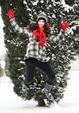 Mujer beauitiful joven al aire libre en el salto del invierno Imagen de archivo libre de regalías