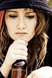 Mujer bebida joven Imagen de archivo libre de regalías