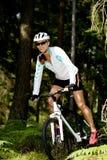Mujer Biking foto de archivo libre de regalías