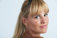 Mujer blond-haired sensual hermosa Foto de archivo