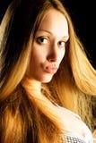Mujer bonita con el pelo hermoso Fotos de archivo