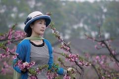 Mujer bonita con el sombrero Fotos de archivo libres de regalías