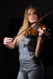 Mujer bonita con el violín Fotografía de archivo