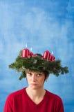 Mujer bonita con la guirnalda del advenimiento Foto de archivo libre de regalías