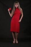 Mujer bonita con la taza roja Imagenes de archivo