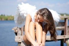 Mujer bonita con las alas del ángel Fotografía de archivo