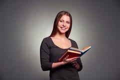 Mujer bonita con los libros Imagen de archivo libre de regalías