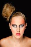 Mujer bonita con maquillaje extravagante Fotos de archivo libres de regalías