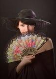 Mujer bonita con un ventilador Imagenes de archivo