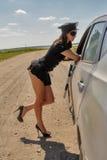 Mujer bonita de la policía en el camino Fotos de archivo libres de regalías
