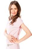 Mujer bonita delgada joven en la presentación rosada del vestido Imágenes de archivo libres de regalías