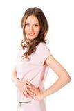 Mujer bonita delgada joven en la presentación rosada del vestido Foto de archivo