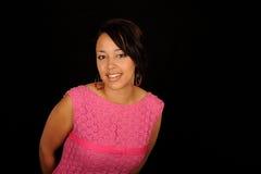 Mujer bonita en alineada rosada Foto de archivo