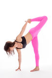 Mujer bonita en la actitud de la yoga - posición de Sugarcrane. Foto de archivo libre de regalías