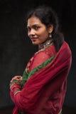 Mujer bonita en traje tradicional Foto de archivo libre de regalías