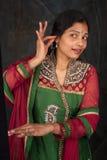 Mujer bonita en traje tradicional Foto de archivo