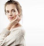 Mujer bonita joven con maquillaje natural Fotos de archivo libres de regalías