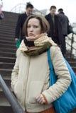 Mujer bonita joven en invierno Imagenes de archivo