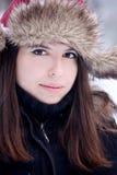 Mujer bonita joven que mira la cámara Fotos de archivo libres de regalías