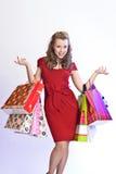 Mujer bonita que hace compras Fotos de archivo libres de regalías