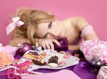 Mujer borracha de la manera del color de rosa del barbie de la princesa del partido Fotos de archivo