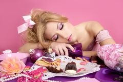 Mujer borracha de la manera del color de rosa del barbie de la princesa del partido Imágenes de archivo libres de regalías