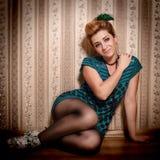 Mujer brillante del encanto en estilo de la moda imagen de archivo libre de regalías