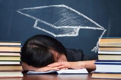 Mujer cansada con el dibujo del sombrero educativo Imágenes de archivo libres de regalías