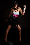 Mujer cantante imagenes de archivo