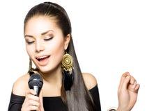 Mujer cantante foto de archivo
