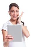 Mujer casual feliz con la tableta Foto de archivo libre de regalías