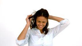 Mujer casual que sacude su cabeza almacen de video