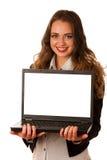 Mujer caucásica asiática atractiva que sostiene un ordenador portátil Foto de archivo