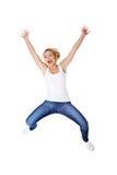 Mujer caucásica feliz joven que salta en el aire Foto de archivo libre de regalías