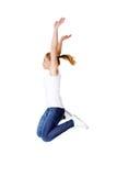 Mujer caucásica feliz joven que salta en el aire Foto de archivo