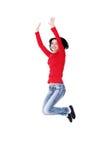 Mujer caucásica feliz joven que salta en el aire Imagen de archivo